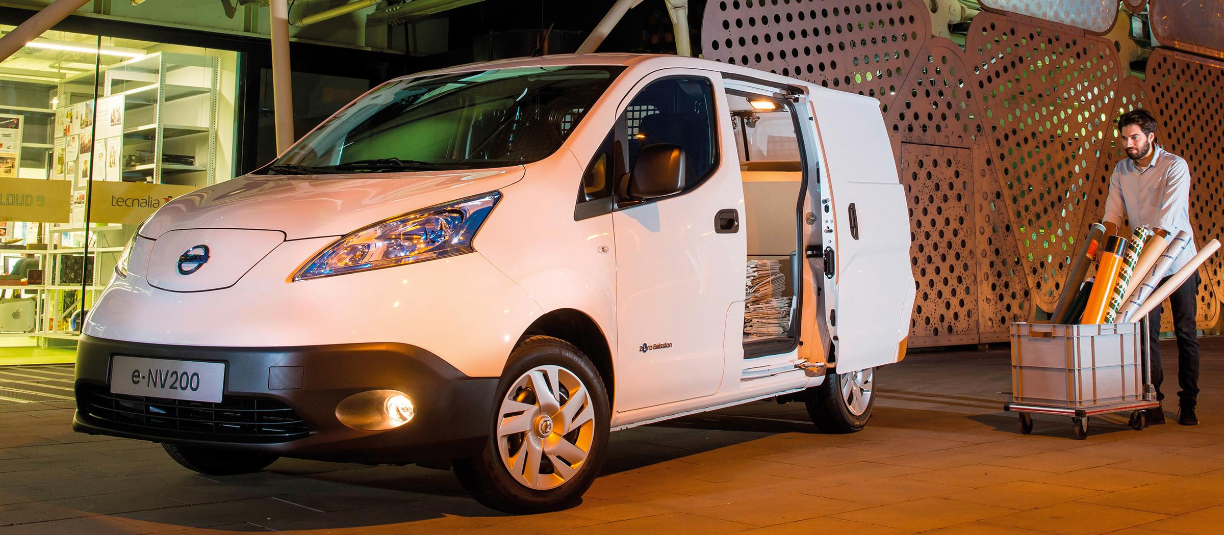 les-vehicules-nissan-de-dhl-express-selectrifient-a-aix-en-provence