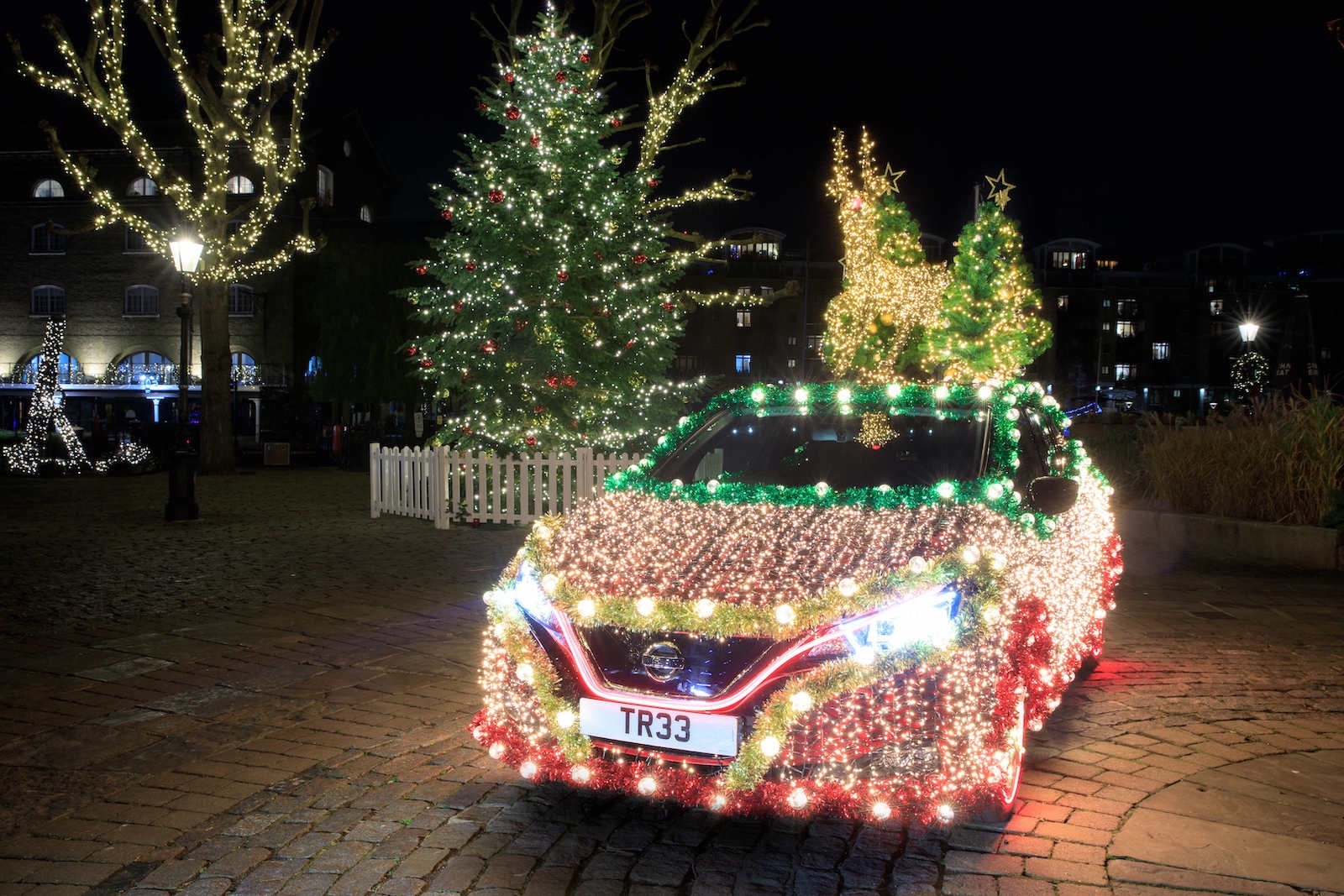 nissan-leaf-decoration-noel